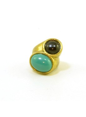 Gold antique ring with stones