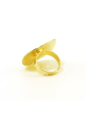 Ring in gold colour